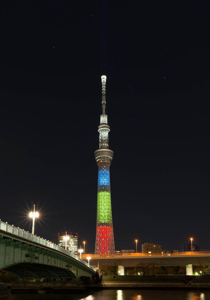 夜景を撮るなら、三脚が使える隅田川沿いがお勧め。高速道路や橋との競演も素敵に!