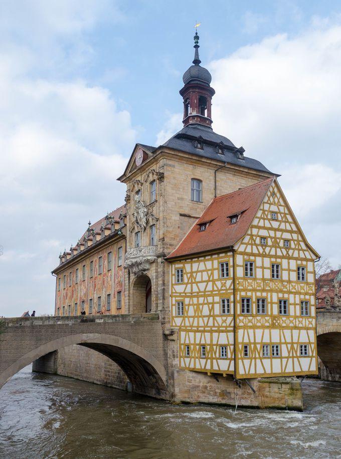 旧市街の街並みが世界遺産になっている「バンベルグ」。川の涼風を感じながら散策しよう