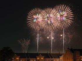 横浜「神奈川新聞社花火大会」夜景と花火の華やかな雰囲気を見に行こう