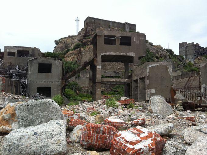 竪坑の廃墟は圧倒的な存在感!
