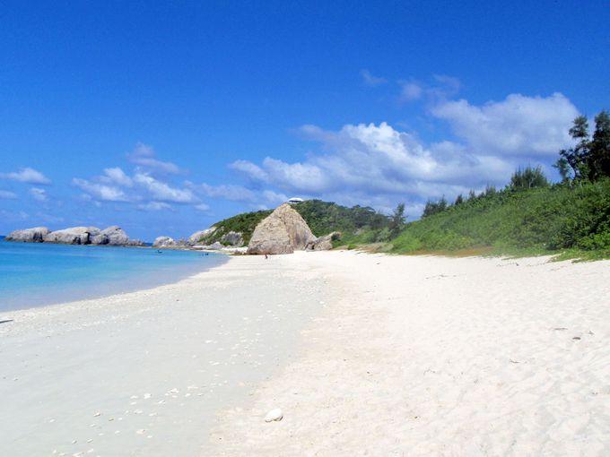 そこは真っ白な砂浜とケラマブルーの楽園、阿波連ビーチ