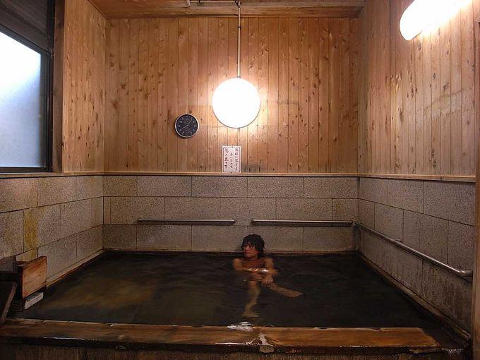 湯の峰温泉 極上湯の公衆浴場「くすり湯」