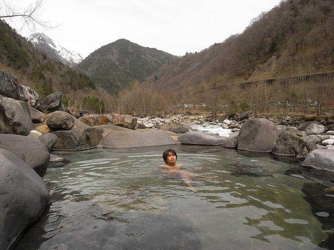 開放感満点の露天風呂の人気宿「深山荘」