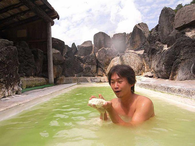 露天風呂は緑白濁 沈殿物多々有り その2