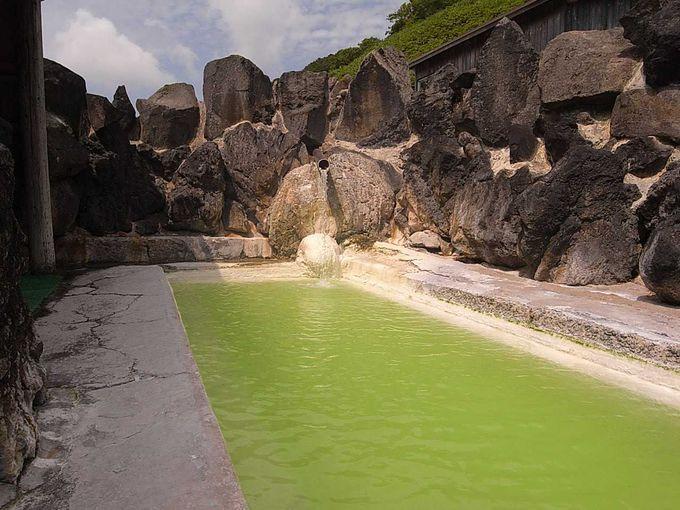 露天風呂は緑白濁 沈殿物多々有り その1