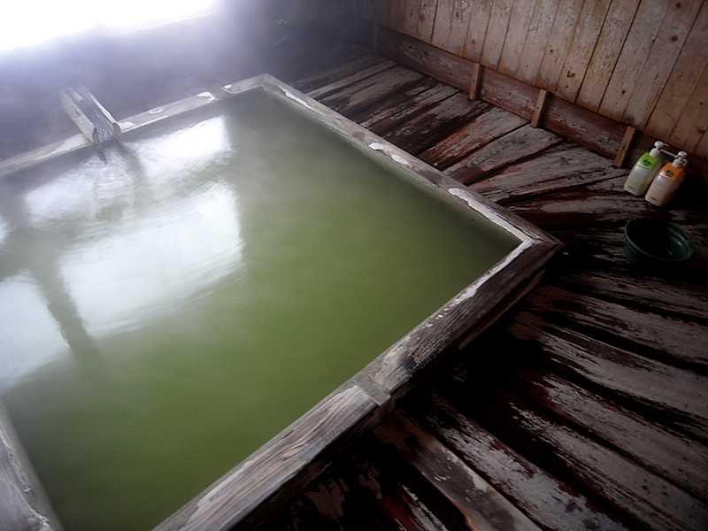 5色に変化?!する稀有な温泉 五色温泉「五色の湯旅館」