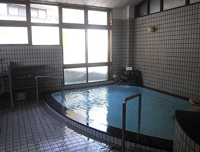タイル張りの綺麗な浴室