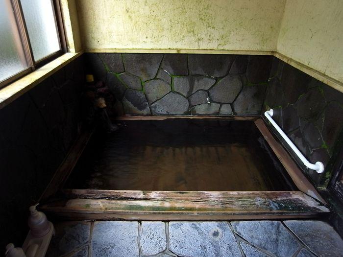 小さな浴室がひとつだけ