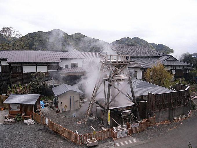 「花舞 竹の庄」に隣接する峰温泉名物「大噴湯」