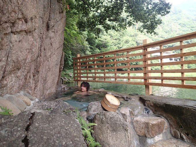 全国屈指の川沿い絶景露天風呂!