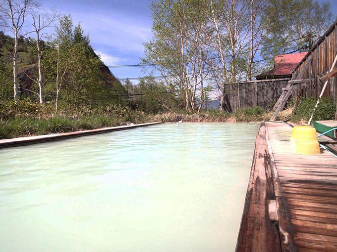 高原の景色を眺めながらの混浴露天風呂
