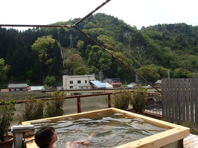 列車が見える絶景露天風呂