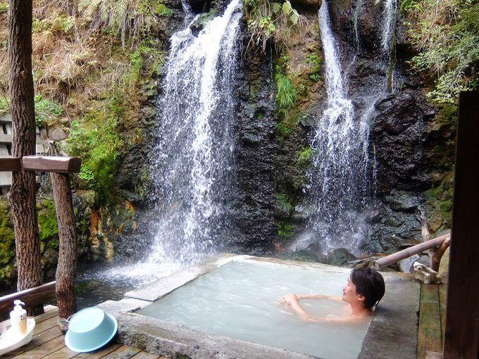 大人気の絶景貸切風呂「滝の湯」