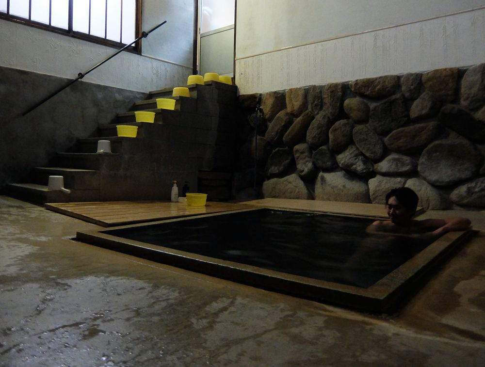 足元湧出の新鮮な放射能泉を満喫!鳥取・三朝温泉「桶屋旅館」