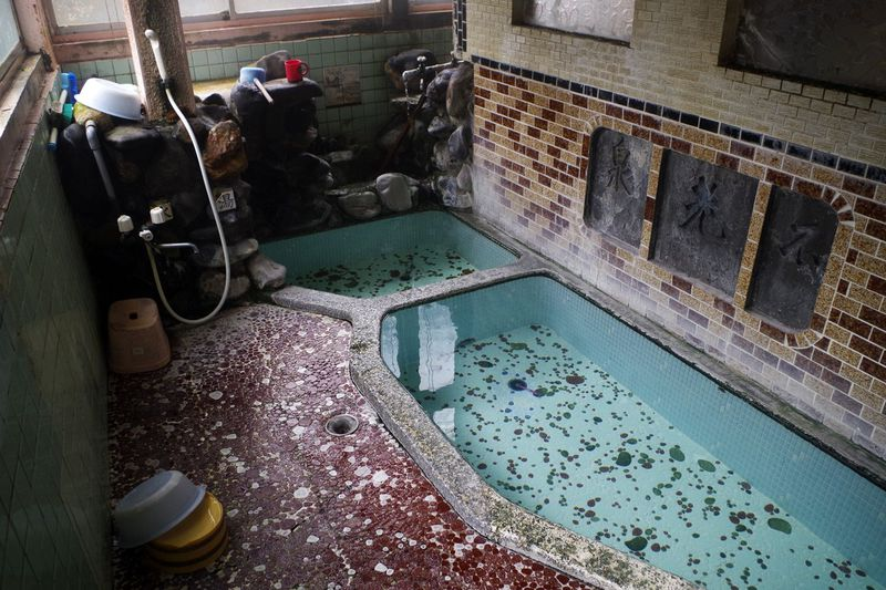 「双葉旅館」の浴室