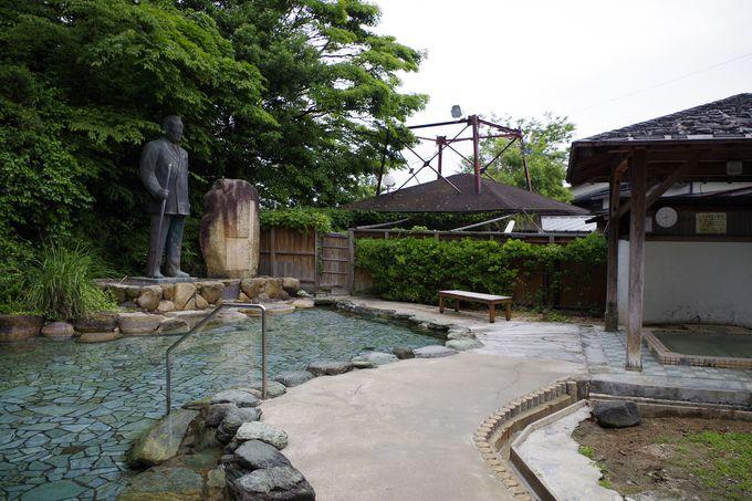 銅像を眺めながら入湯!?