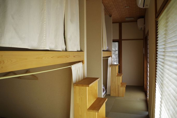 お部屋はドミトリー(相部屋)や和室(個室)も
