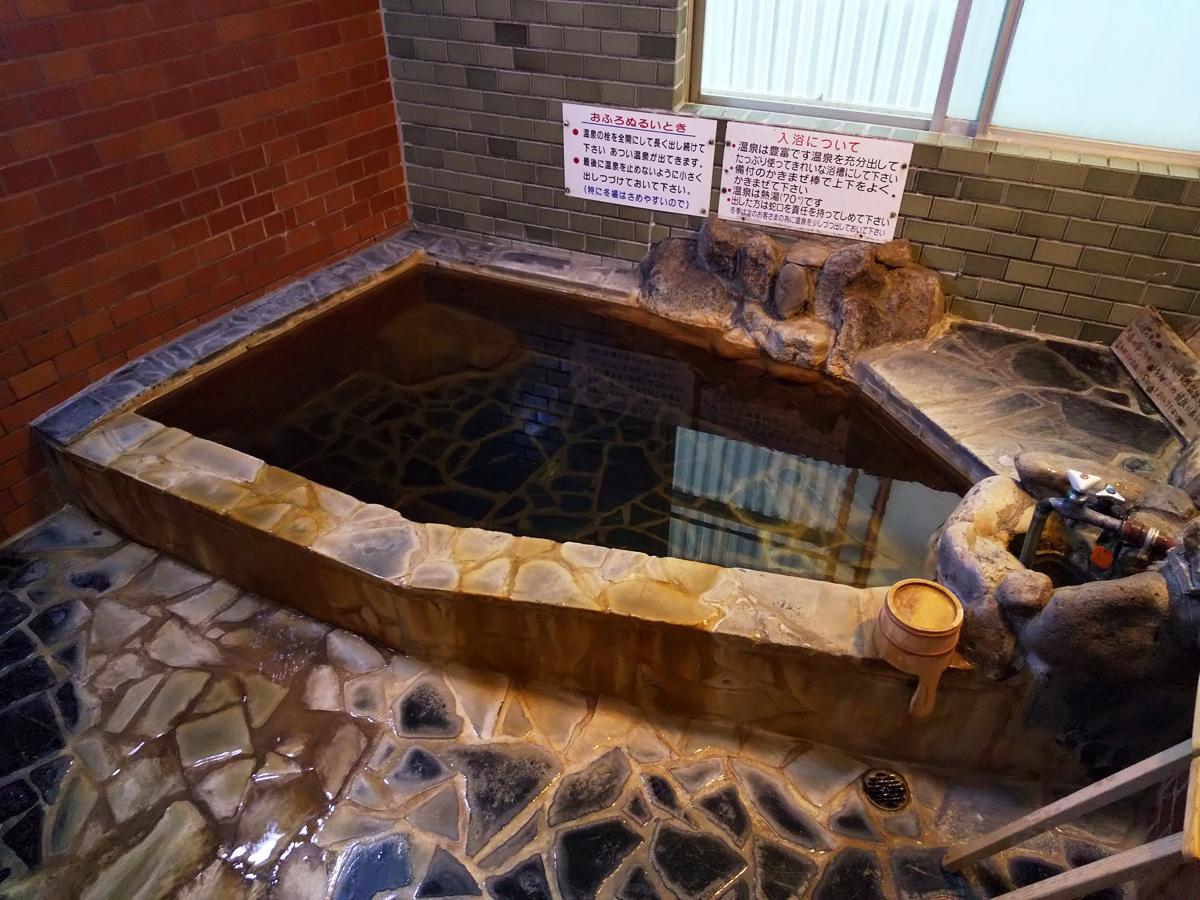「甘露の湯」源泉を源泉かけ流し&純温泉Aで満喫