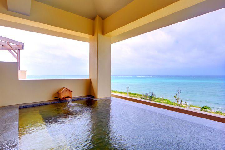 空港から15分の離島「琉球温泉 瀬長島ホテル」