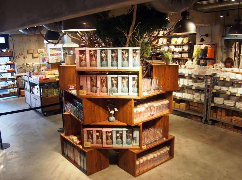 また原宿に低価格雑貨店がオープン!「AWESOME STORE」