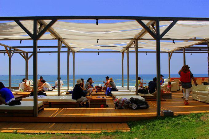 海外リゾート気分!オシャレすぎる海辺の絶景カフェ「CABaN」(神奈川)