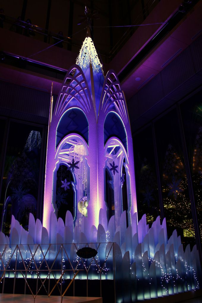 感動のステージ「アナと雪の女王」の世界観がここに!光と音の演出も!