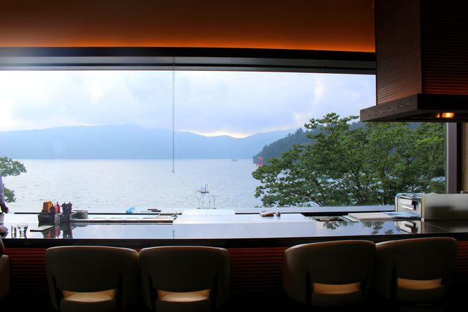 まるで一枚の絵画のような景色!レストランで優雅にランチタイム