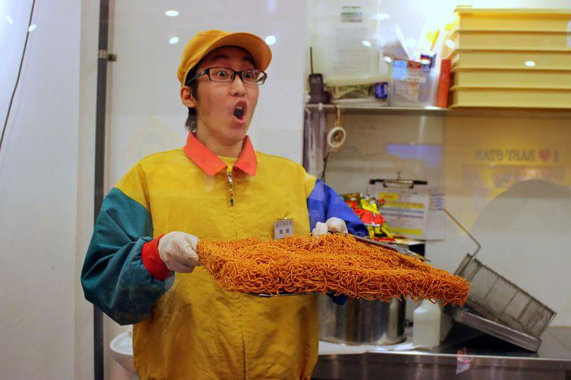 日本でここだけ!横浜中華街「ベビースターランド」でできたてベビースターを味わおう!