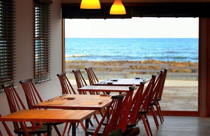まるで南国リゾート!お食事処・カフェ&ダイニング「海音」