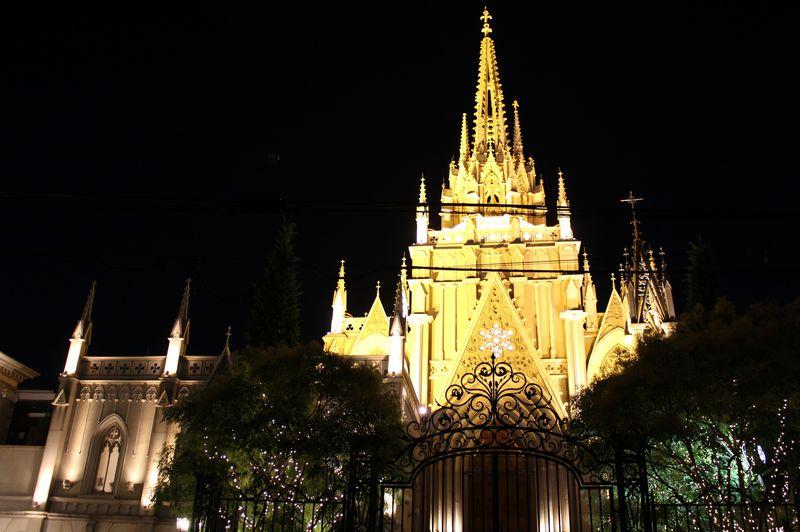 スゴイと評判!憧れのチャペル「青山セントグレース大聖堂」のコンサート!絶品ディナーも♪