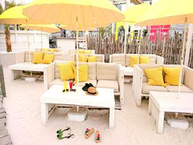 都心に白砂ビーチ!「ワイルドビーチ新宿」で至福のリゾートタイムを