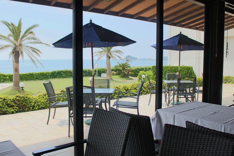 まるでハワイのよう!素敵なレストランで朝食