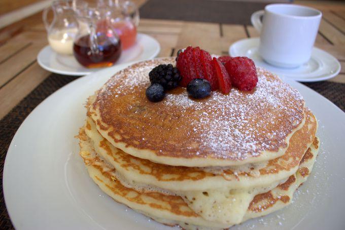 朝はカフェで美味しいハワイアンパンケーキも