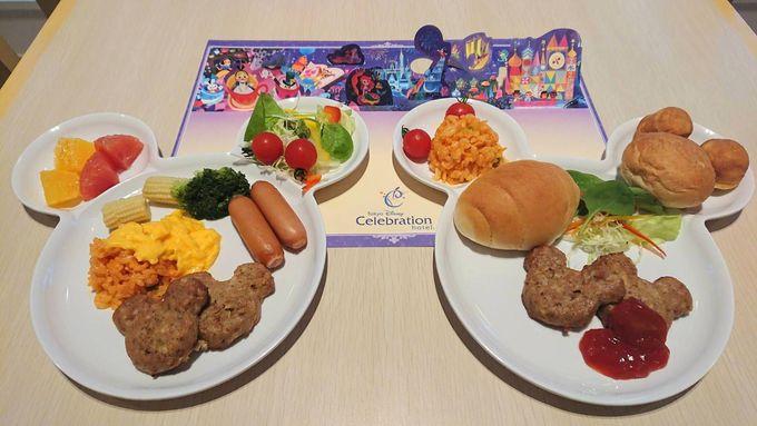 ミッキーシェイプのハンバーグも!朝食も子連れで満足