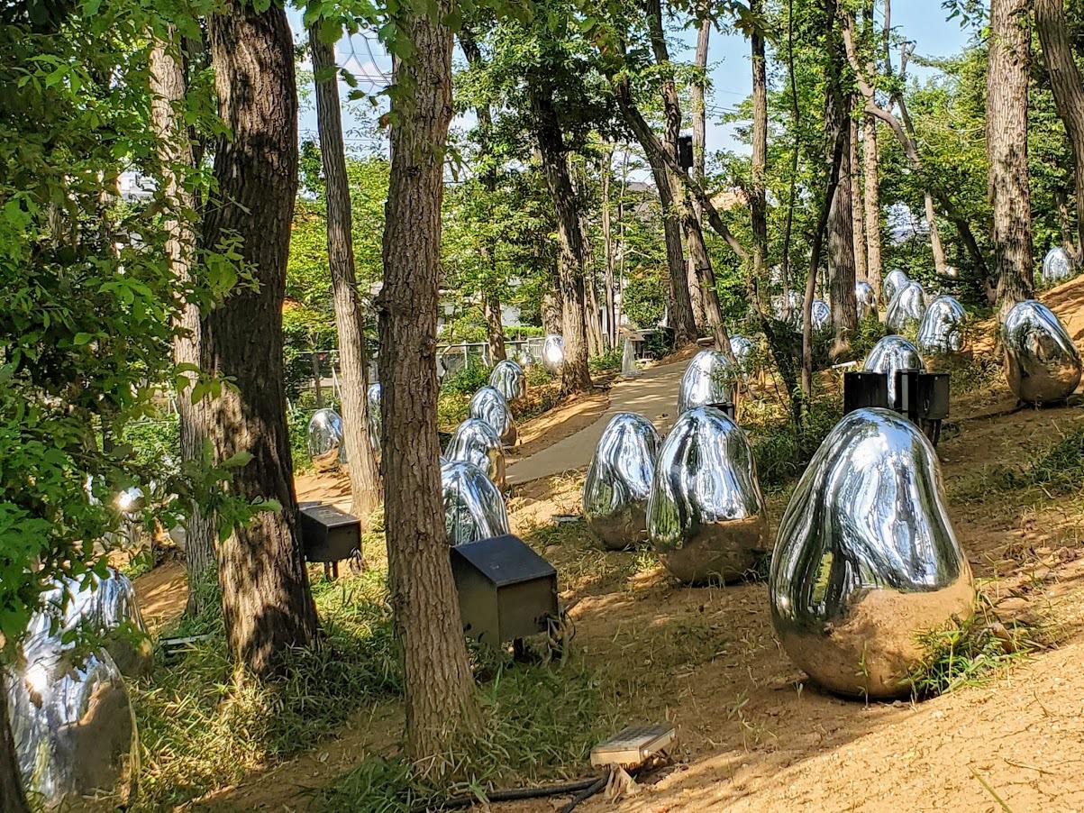 隣の武蔵野樹林パークで楽しむチームラボのアートの世界