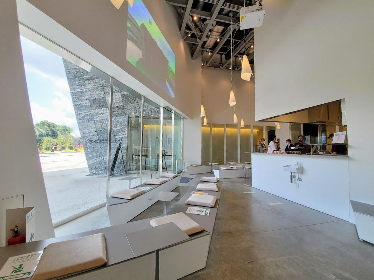 今後の注目は、巨大な書架に囲まれた図書空間「本棚劇場」