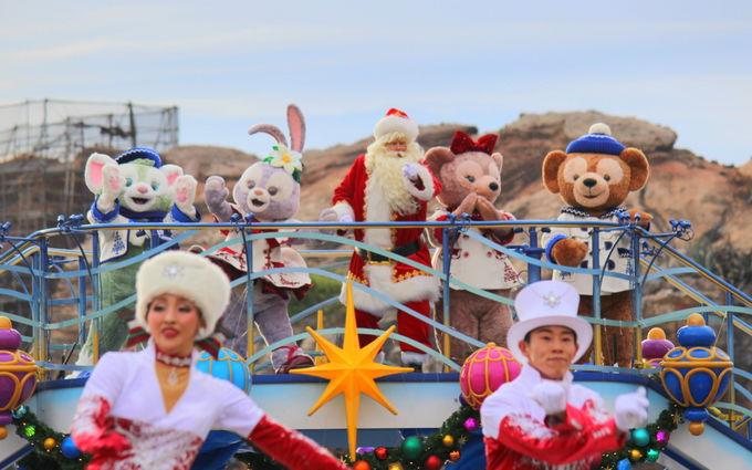 ダッフィーも登場のクリスマスショー!「イッツ・クリスマスタイム!」