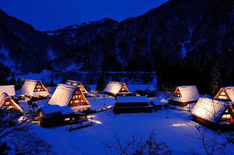 温かな灯りのライトアップも!世界文化遺産・富山「五箇山合掌造り集落」