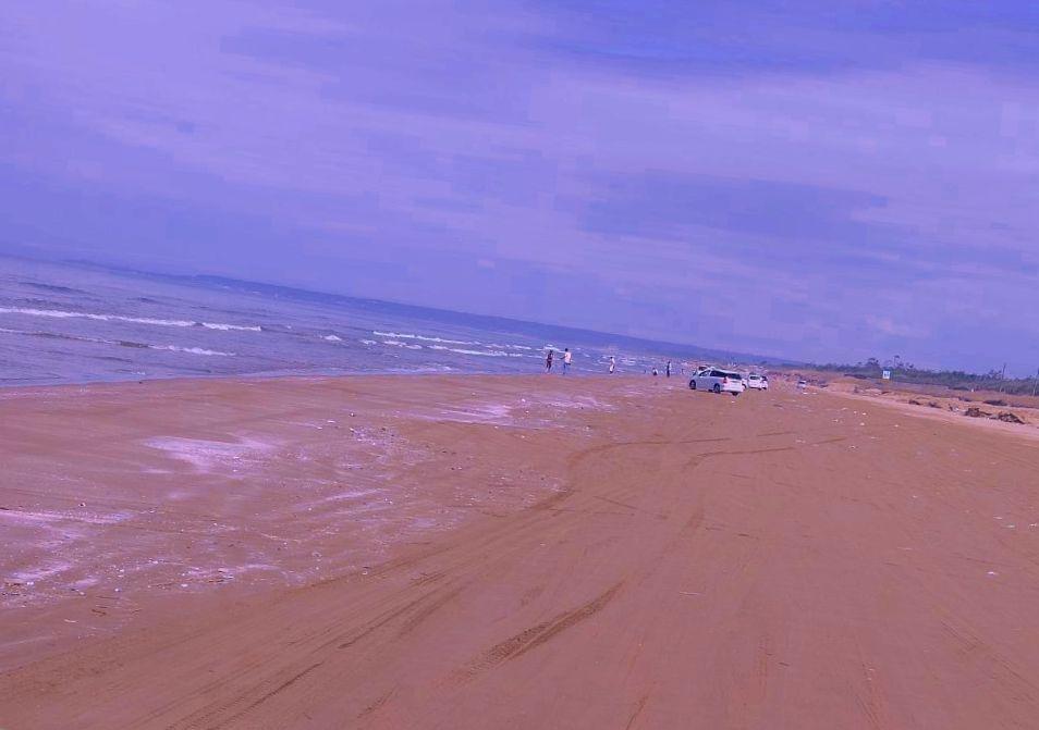 海岸線を走行できる「千里浜なぎさドライブウェイ」