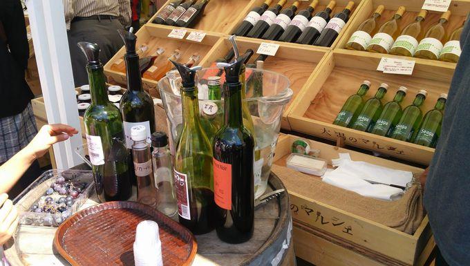 葡萄の試食やワインの試飲が好評の「勝沼インディーズワイン」