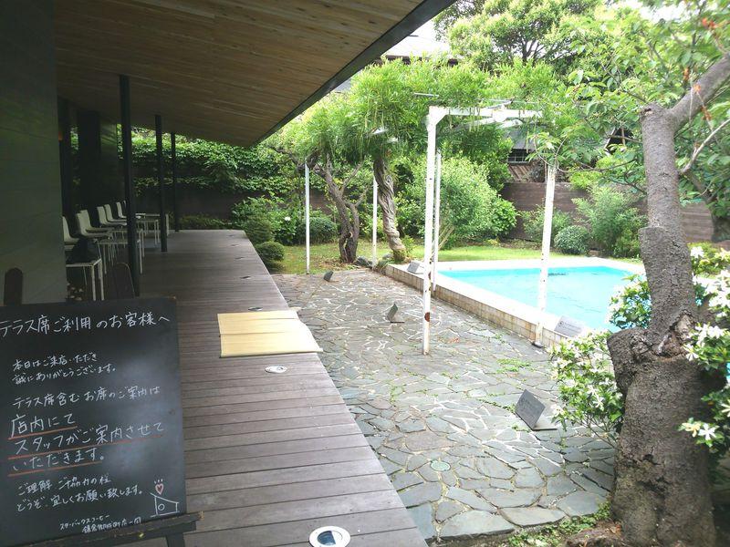 縁側とプールが!?「スターバックス コーヒー 鎌倉御成町店」で居心地の良いひと時を!