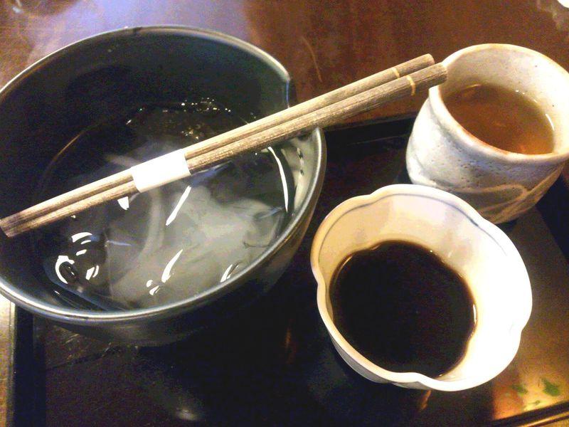 歴史ある金沢城の石垣と絶品葛きりを堪能!和カフェ「つぼみ」で至福のひとときを