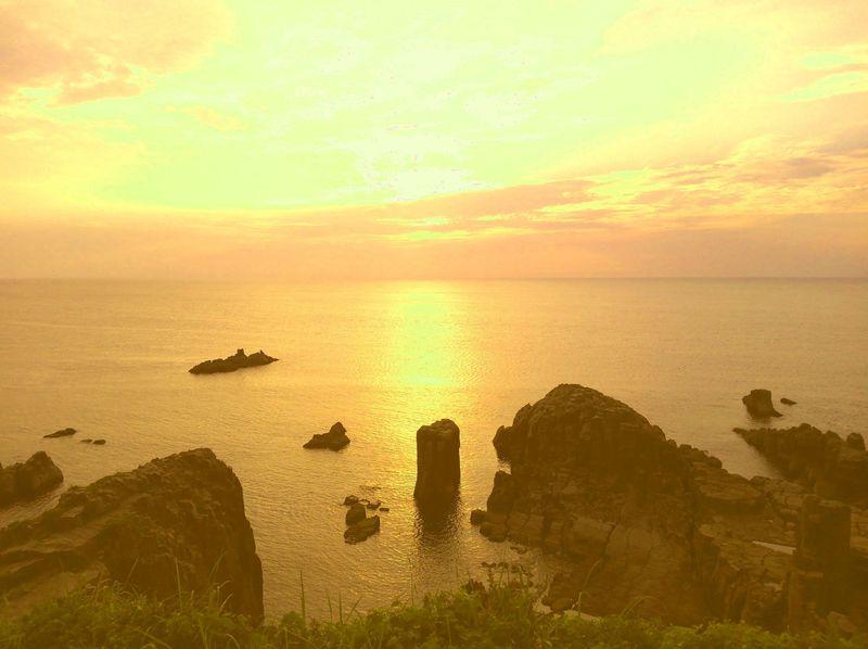 日本の夕陽百選 福井「東尋坊」で越前ガニなど海鮮グルメを満喫