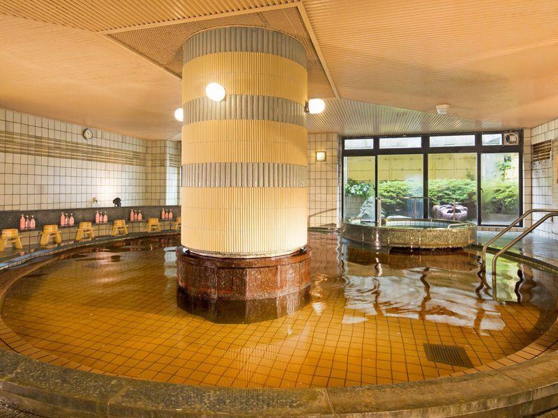 ホテル内には天然温泉も!