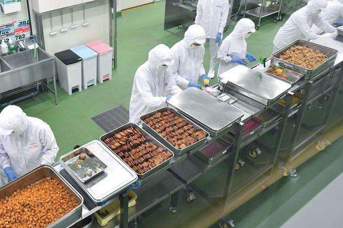 大人気の駅弁「シウマイ弁当」の製造工程も見られる