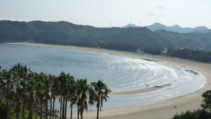 景勝地としても有名!美しい白浜が1km続く「弓ヶ浜」