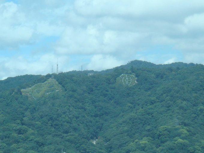 山側には市街地と、六甲山系の山並み