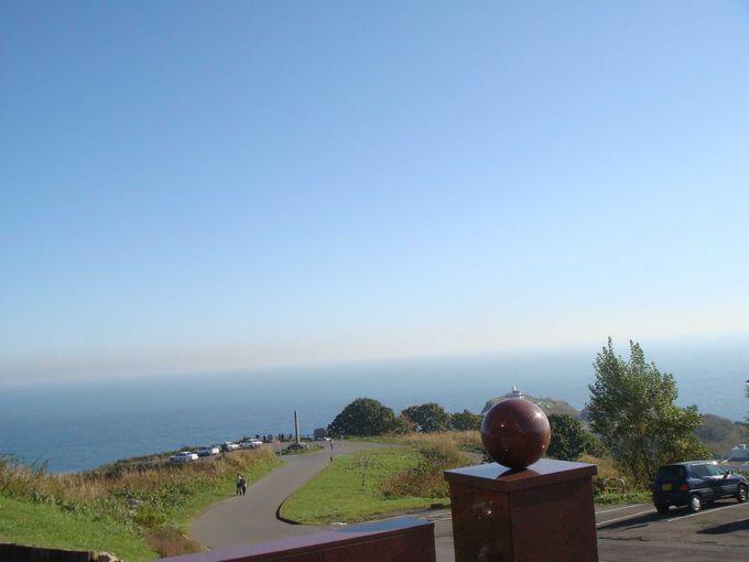 岬の先端に建つ「ホテルノイシュロス小樽」