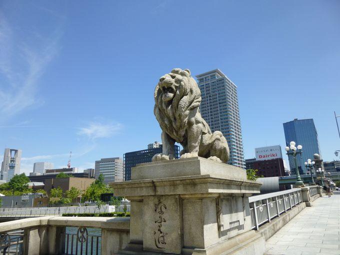 ライオンが四方に鎮座する、難波橋(通称「ライオン橋」)