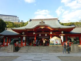 三宮駅から好アクセス。神戸の街ナカ初詣は、生田神社へ。